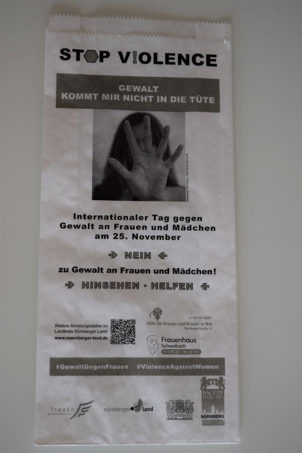 Brötchentütenaktion gegen Gewalt an Mädchen und Frauen